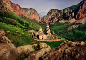Հայոց լեռների գրկում